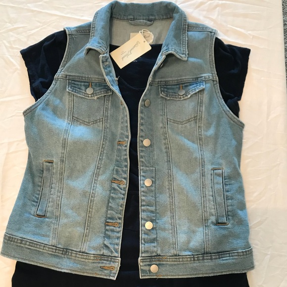 52134ba53f8 Universal Thread jean vest in light wash